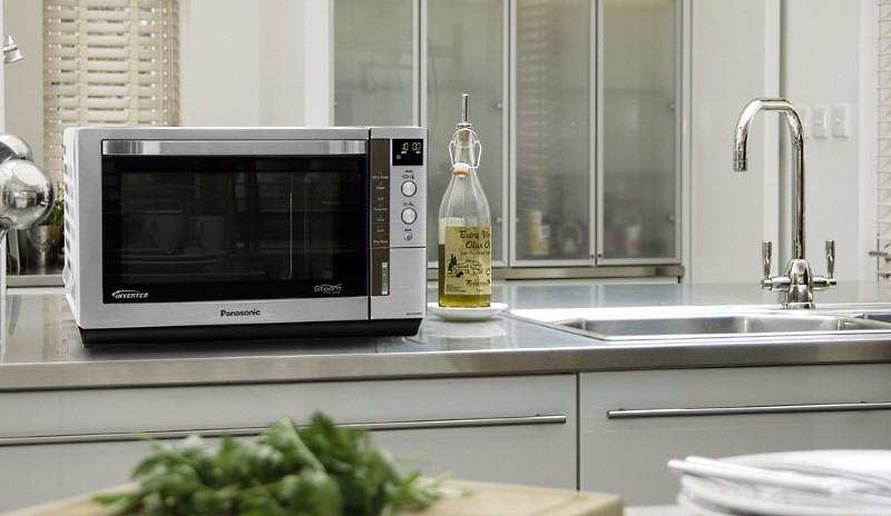 Размещение маленькой микроволновки в кухне