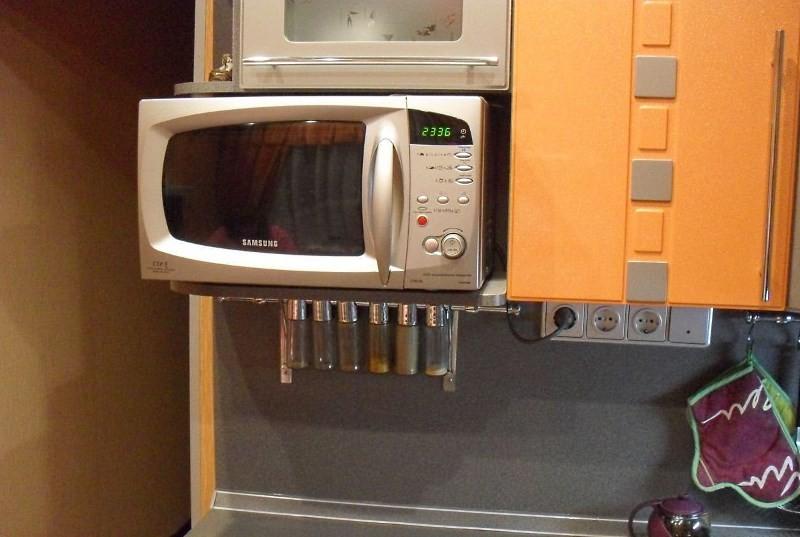 Удобная подставка под микроволновку