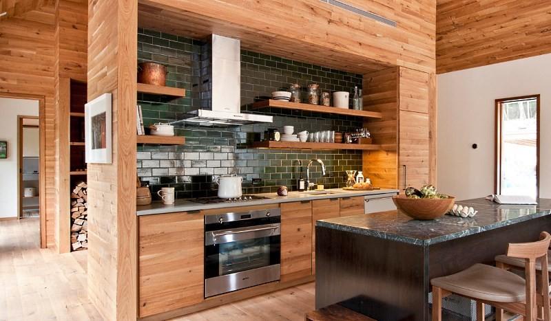 Кухня ниша в деревянном доме