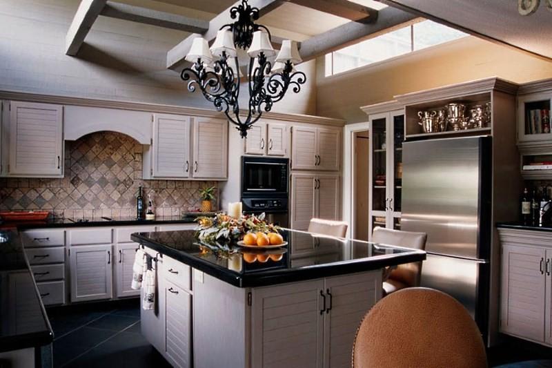 Потолочная люстра для кухни