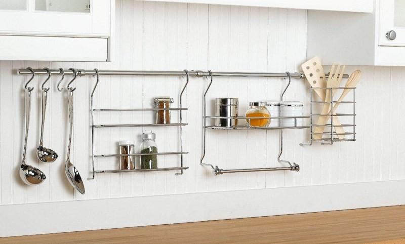 установленный рейлинг на кухне
