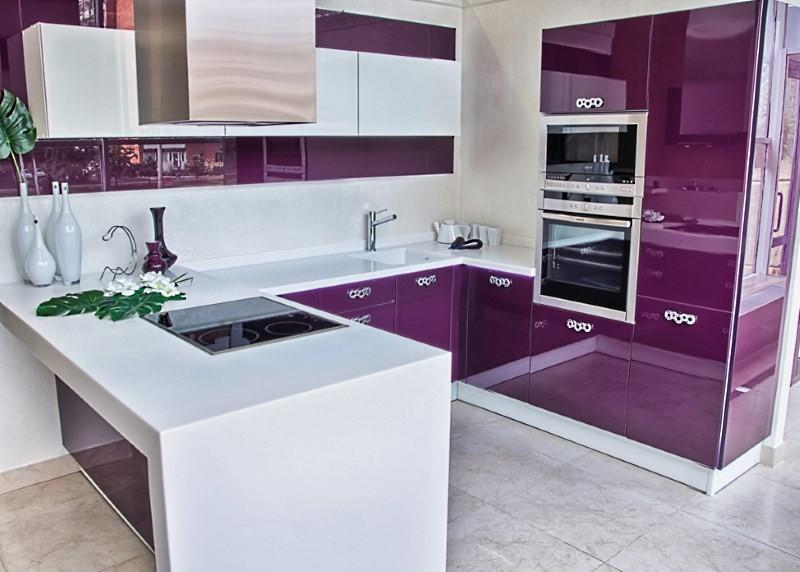 кухня фиолетовая с белым