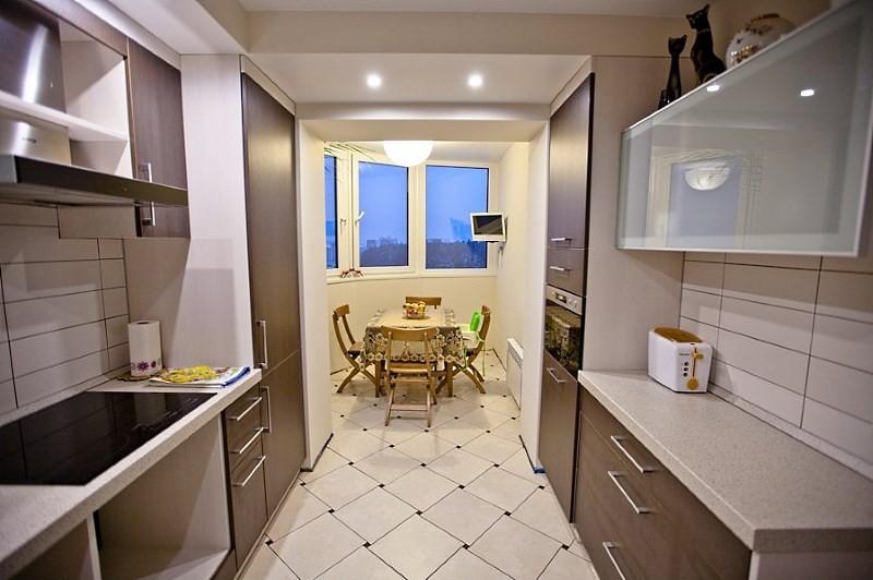 интерьер 10 метровой кухни с балконом
