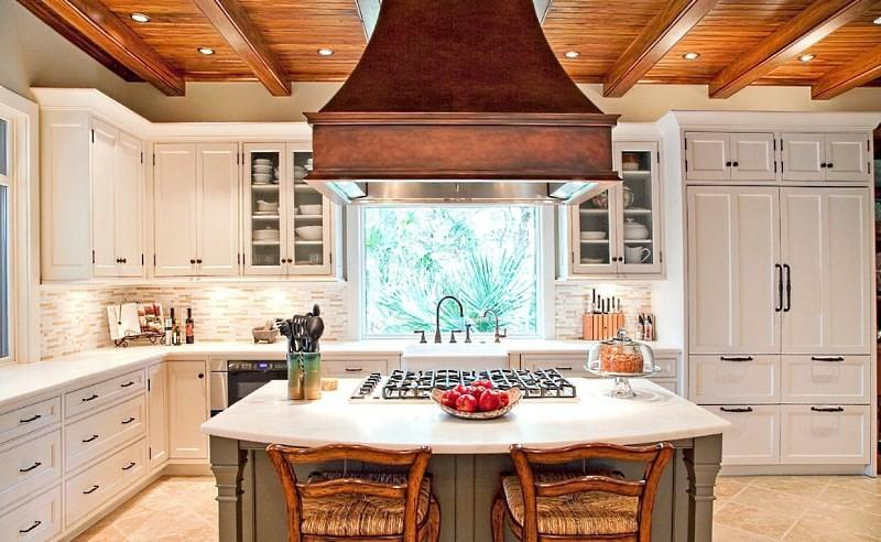 Каминная вытяжка на кухне