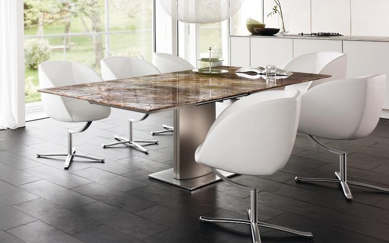 Металлический стол с каменной столешницей