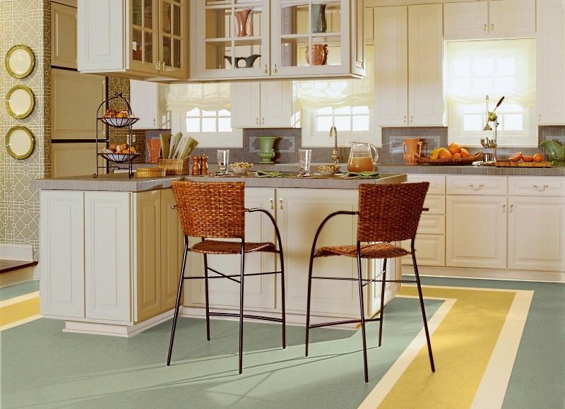 Натуральный линолеум на кухне