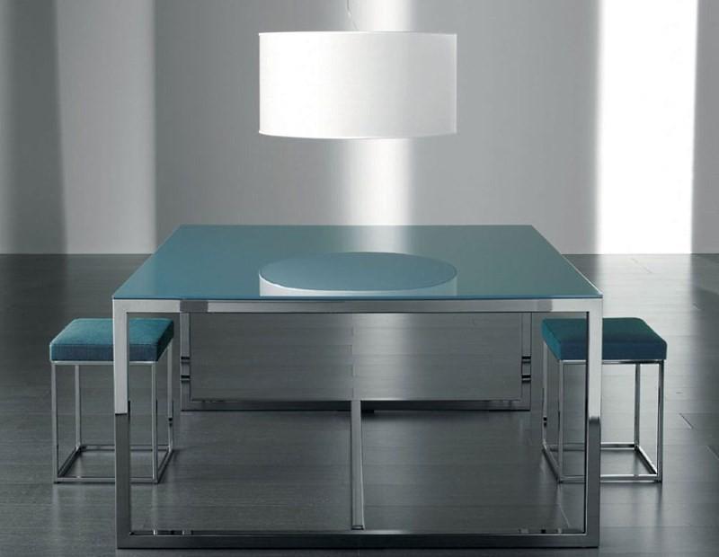 Стильный металлический стол