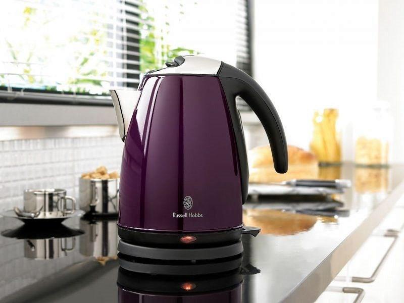 электрической чайник на кухне