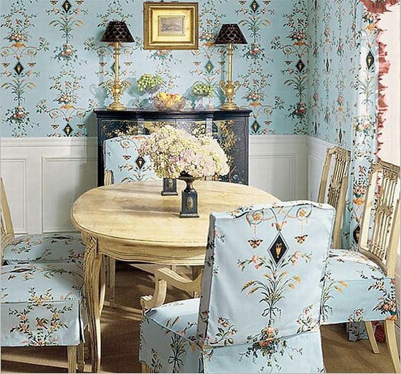 обои прованс и чехлы на стулья одинаковой гаммы
