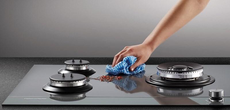 чистка стеклокерамической поверхности газовой плиты