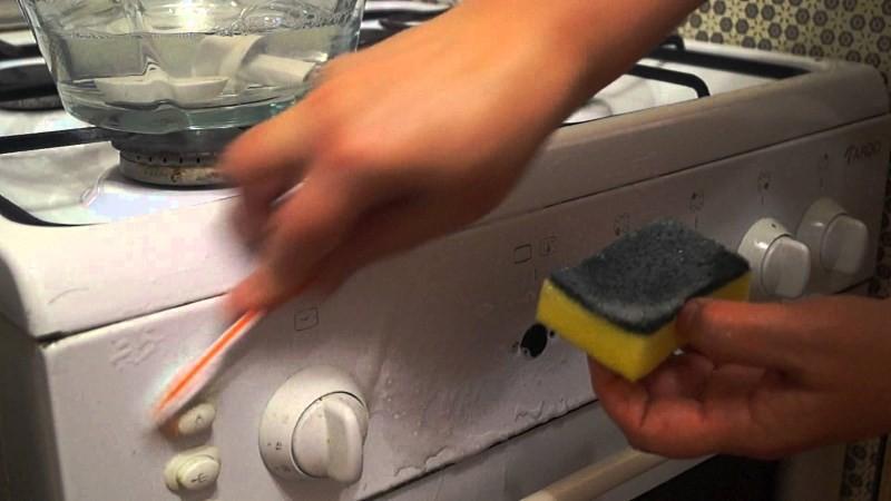 чистка ручек газовой плиты зубной щеткой