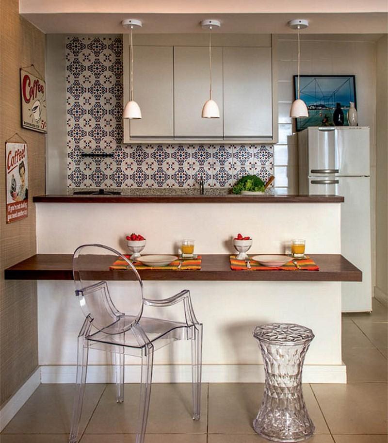 мебель из прозрачного пластика на маленькой кухне