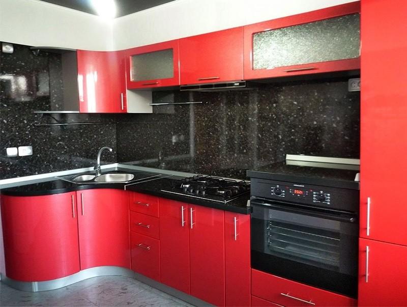 Черно-красный интерьер кухни