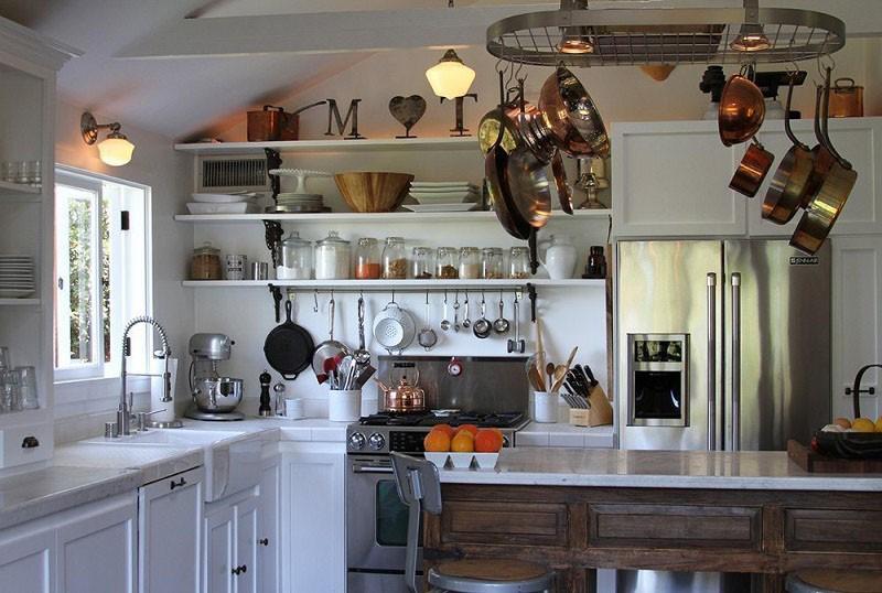 Какие бывают навесные полки на кухне: описание, фото и примеры.
