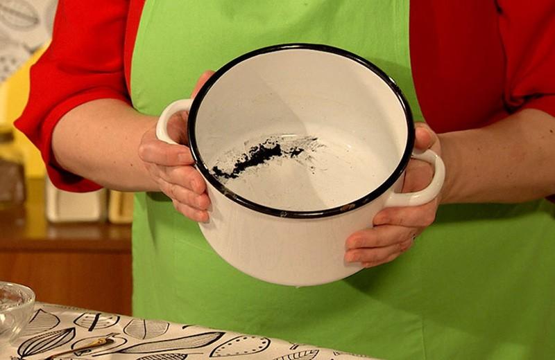 Пригорела кастрюля эмалированная Как очистить