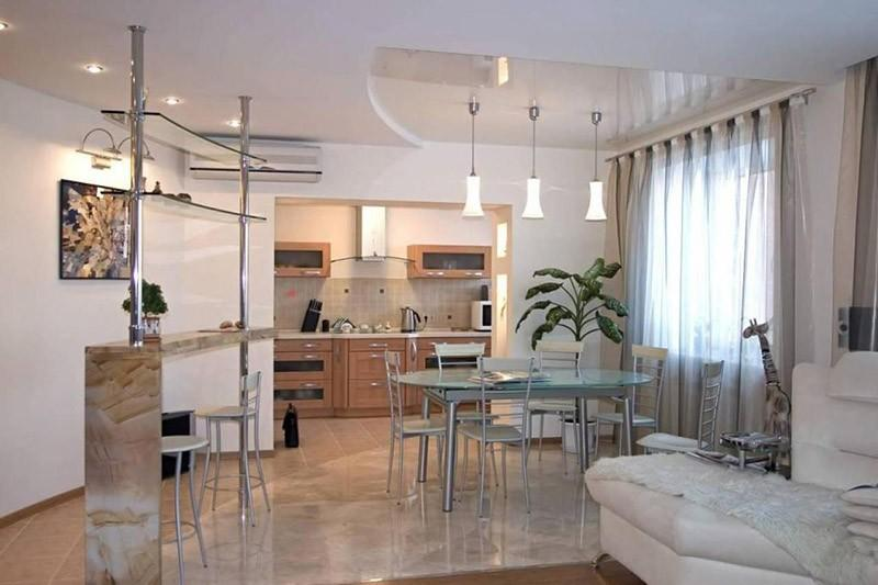 Проем между кухней и гостиной