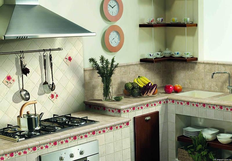 Часы на кухне лицом к хозяйке