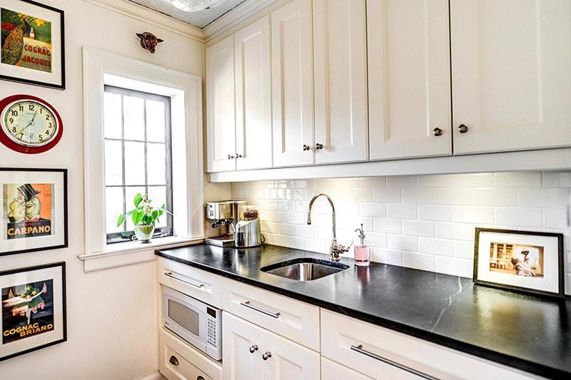 Часы на кухне в классическом стиле