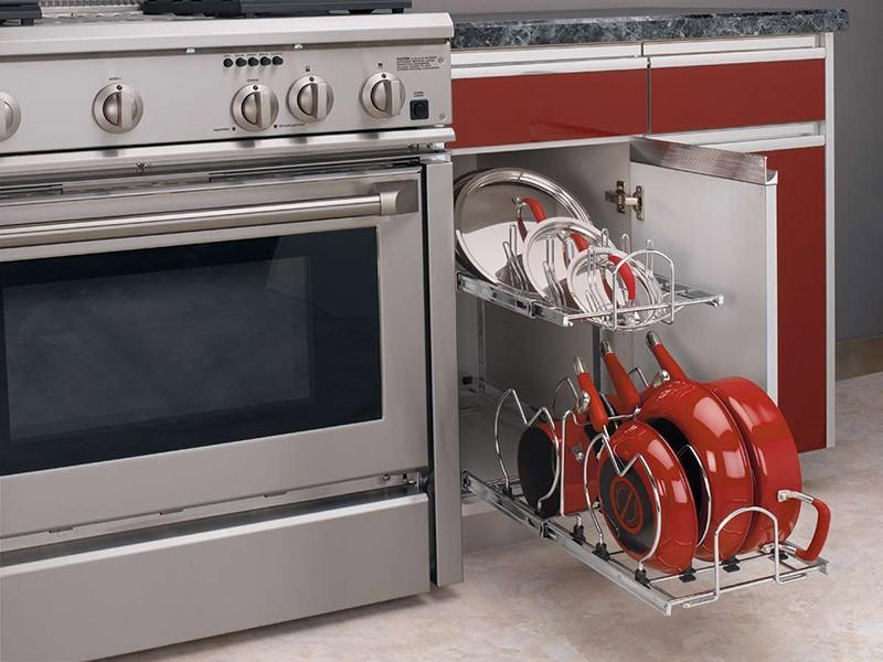 Хранение сковород в выдвижной системе