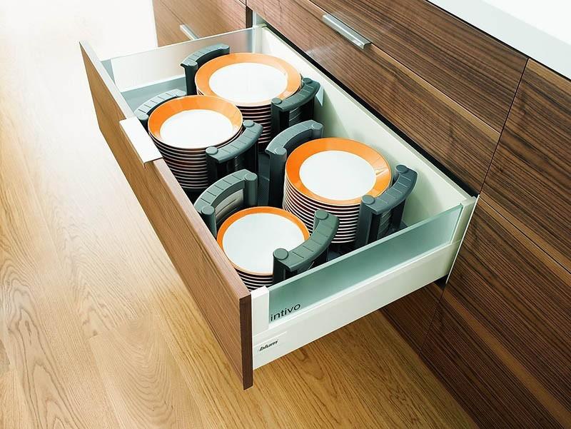 Крепление тарелок в выдвижных ящиках