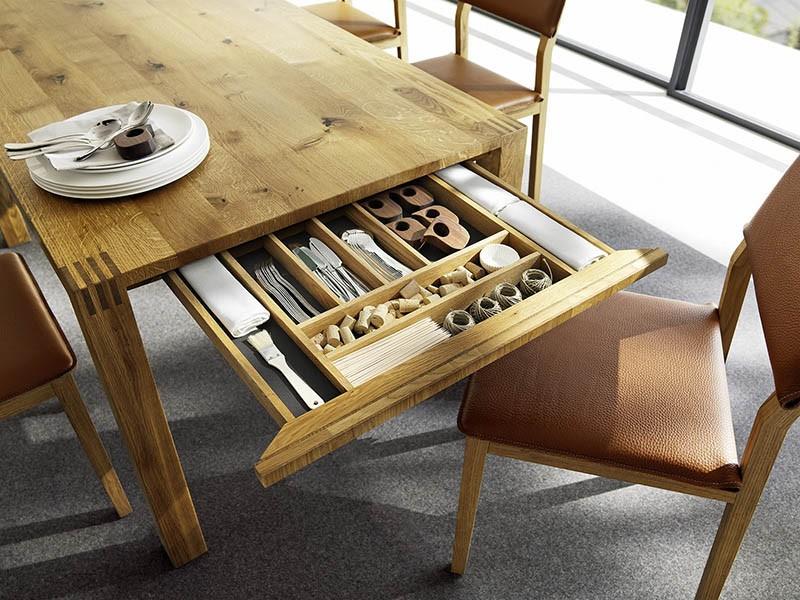 Обеденный стол с секретом все под рукой