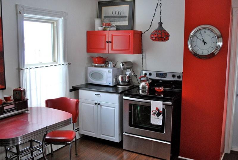 Общий стиль кухни и часы