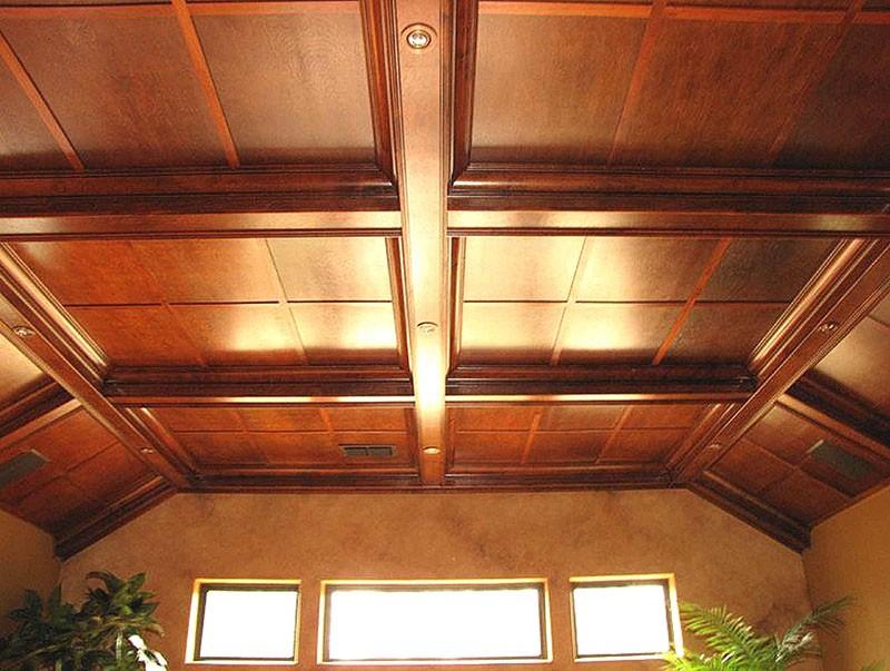 Деревянный потолок из МДФ-плит