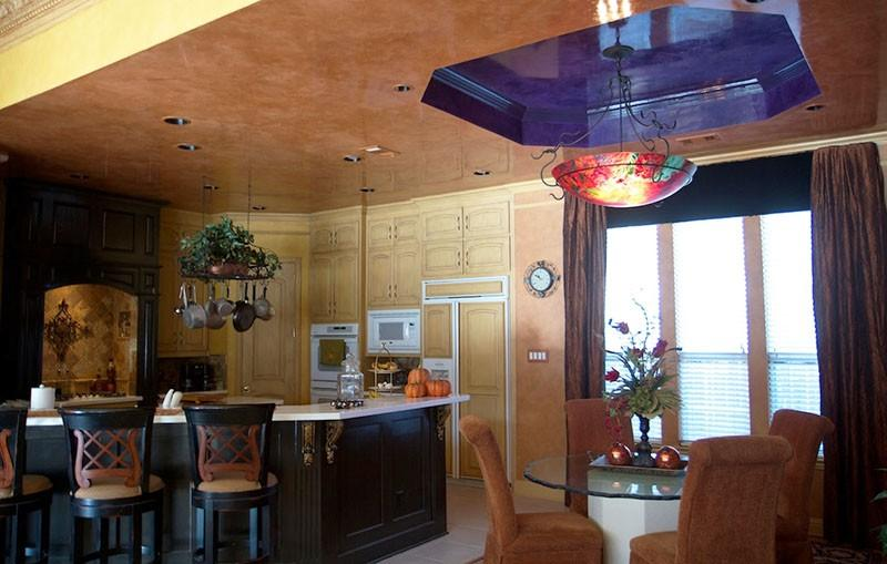 Декоративная штукатурка на потолке кухни