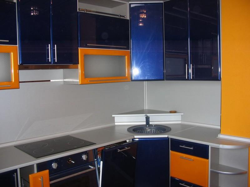 Сине-оранжевый кухонный гарнитур