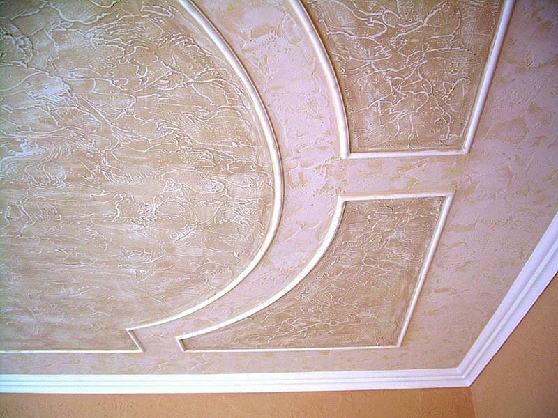 Вариант отделки потолка декоративной штукатуркой