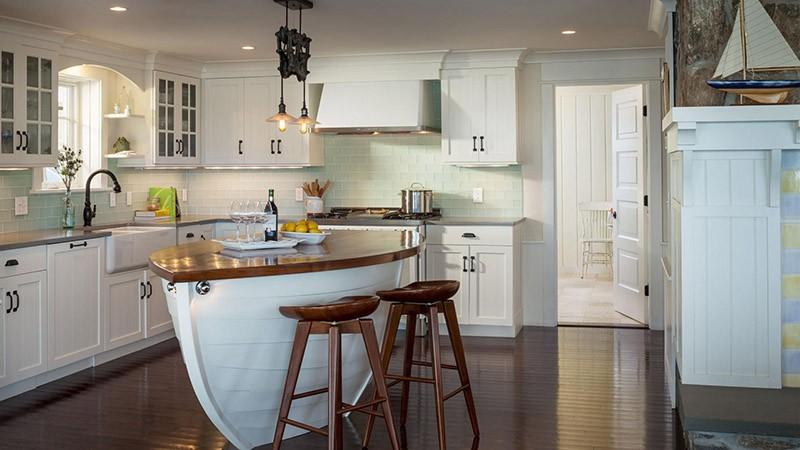 Кухня-остров в виде большой белой лодки