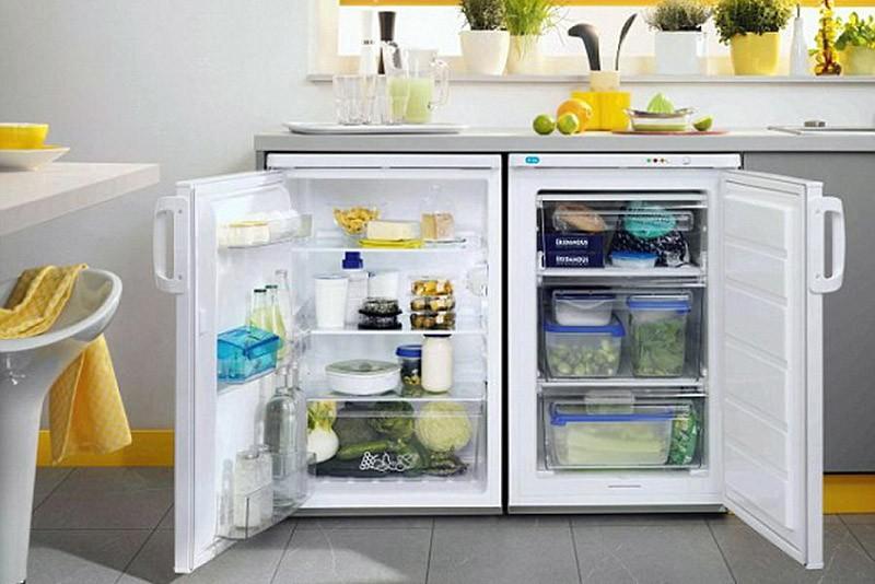 Мини-холодильник и мини-морозилка под подоконником