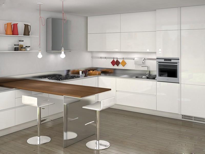 Все верхние шкафы расположены на одной стене кухни буквой П