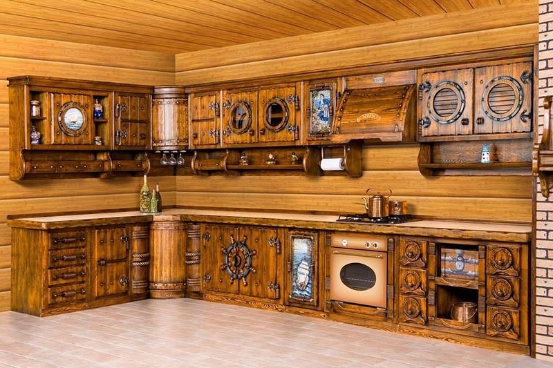 Морские резные элементы на фасадах деревянной кухни