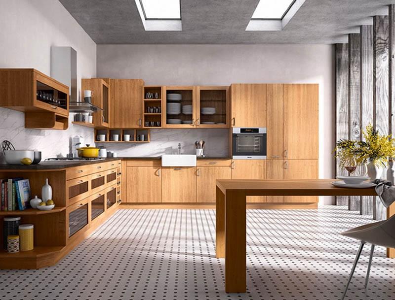 Просторная кухня с большим угловым гарнитуром из ольхи