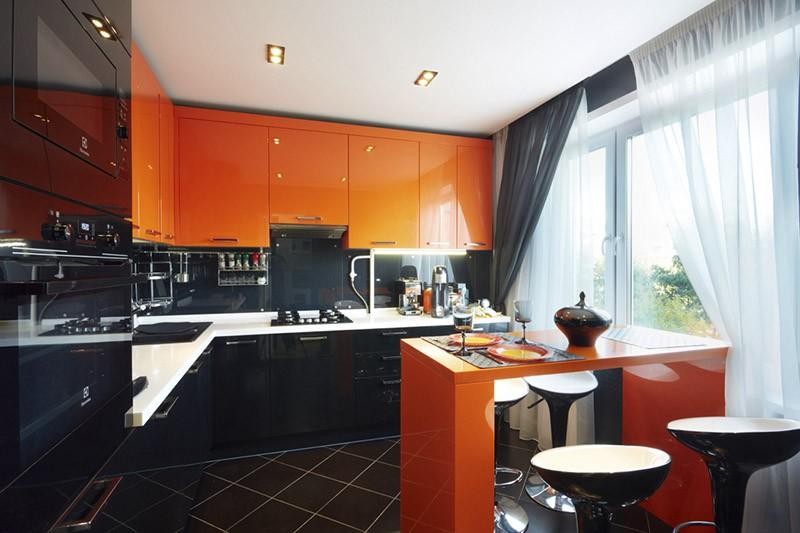 Глянцевые черные и оранжевые фасады