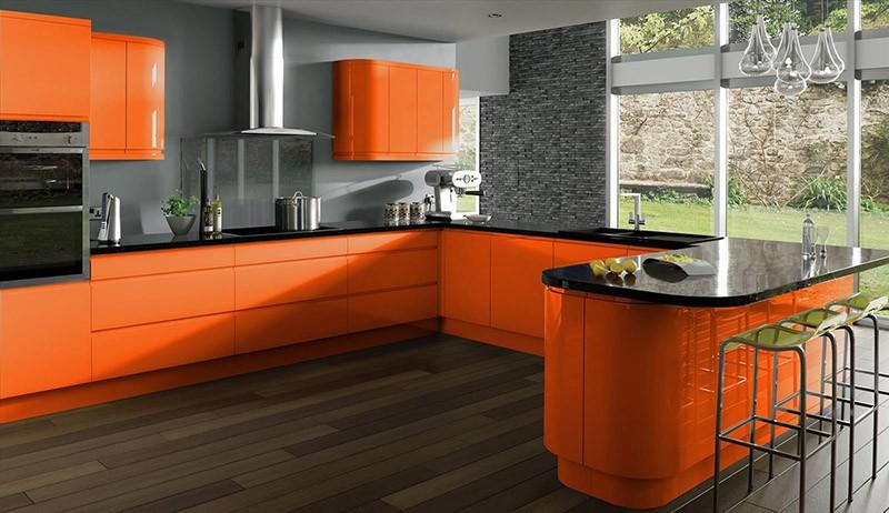 Идеальное сочетание темно-серого и оранжевого цветов в интерьерном дизайне
