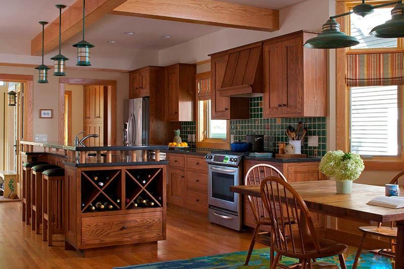 Кухня цвета орех с элементами зеленой отделки