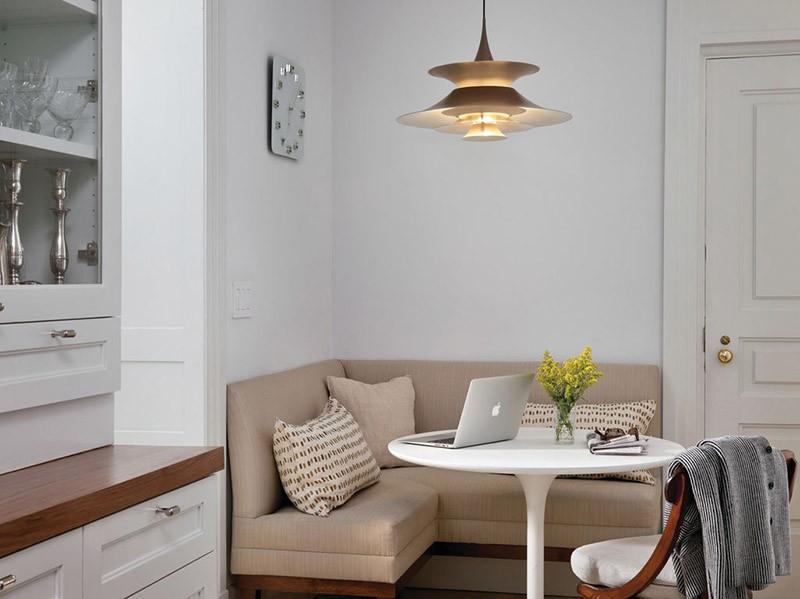 Классический кухонный мягкий уголок с круглым столом