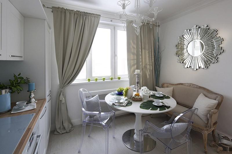 Обеденный круглый стол с диванчиком и проходом с одной стороны