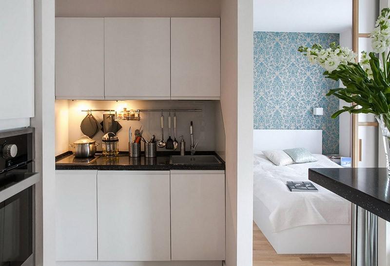 Кухня-ниша за отдельной перегородкой от спальни в маленькой квартире