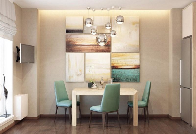 Обеденная зона в нише на всю стену с коллажом из картин