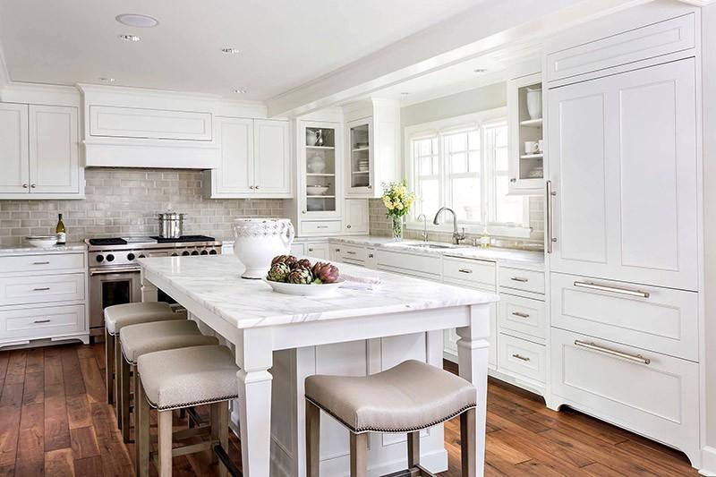 Белый потолок на кухне в белом цвете