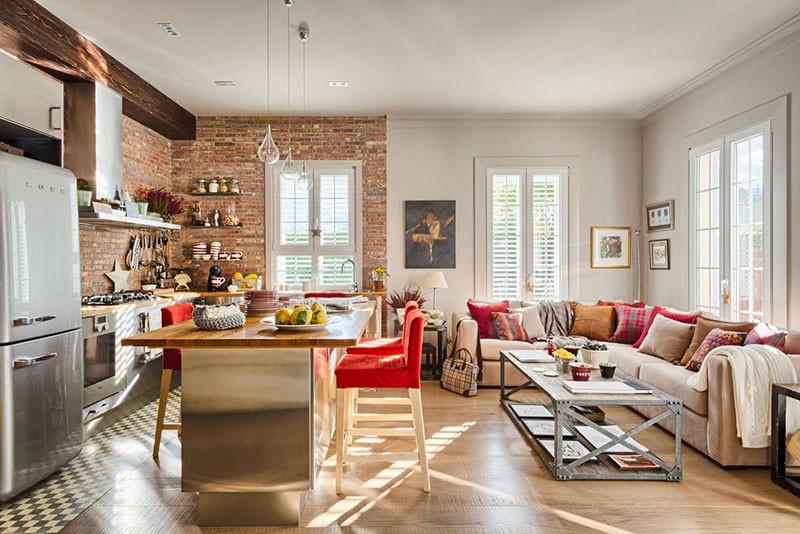 Лофт с большим угловым диваном современного стиля