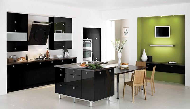 Зеленая ниша среди белых стен и черной мебели