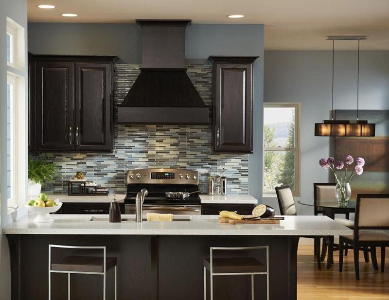Черный и голубой цвета на кухне