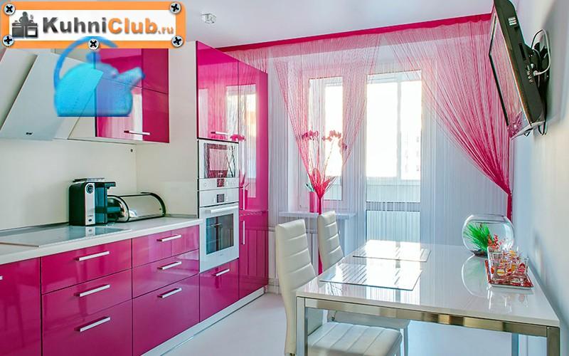 Светлая-кухня-в-розовом-цвете