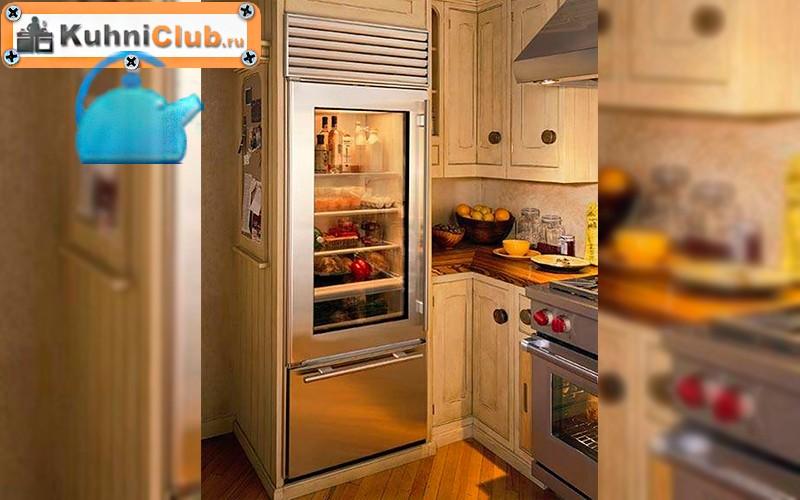 Стеклянный-холодильник-в-малогабаритной-кухне