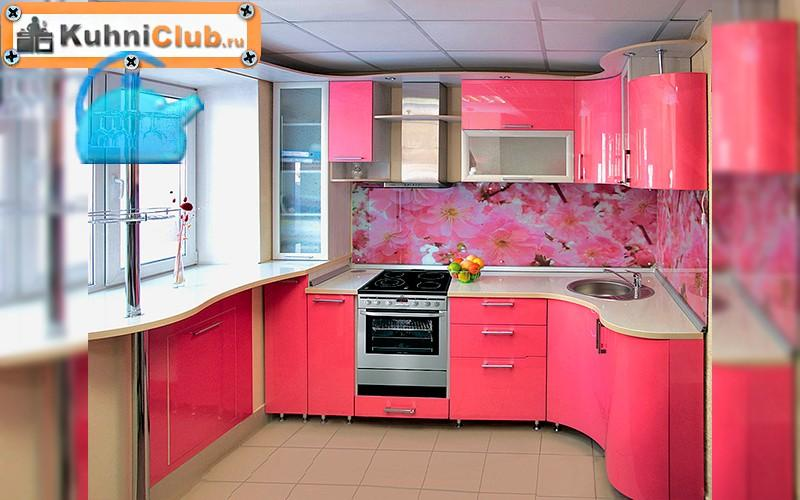 Небольшая-кухня-в-розово-бежевых-тонах