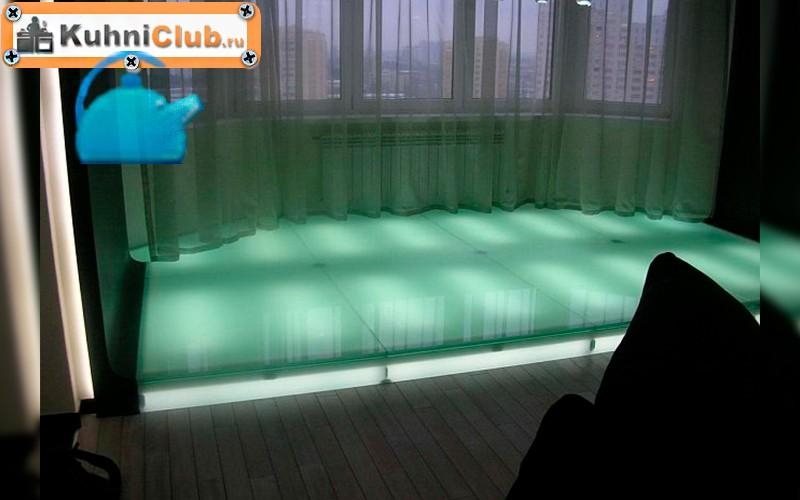 Подсветка-стеклянного-подиума